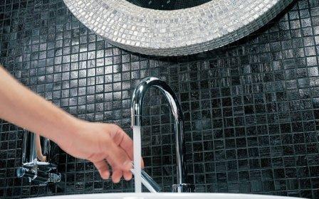 Отделка мозаикой ванной конматы