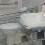 Поручни для инвалидов в санузлах: основные требования, комплектация и установка