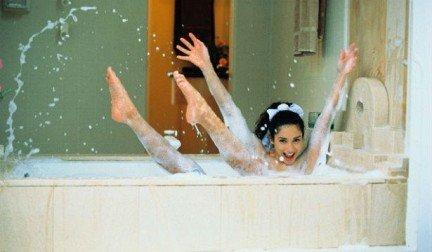 Для поднятия настроения и заряда энергией можно принимать тонизирующие ванны