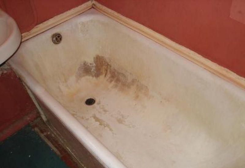 Ржавые пятна на поверхности ванны