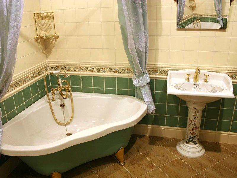 Треугольная ванна: диковинка или незаменимый предмет интерьера?