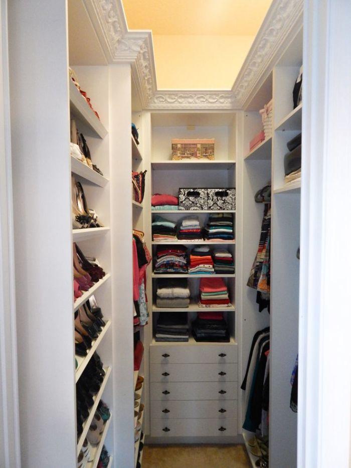 Фото гардеробных в комнате с ост