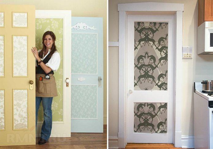 Двери, украшенные остатками обоев