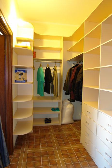 Гардеробная комната маленького размера