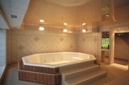 натяжной потолок ванная комната