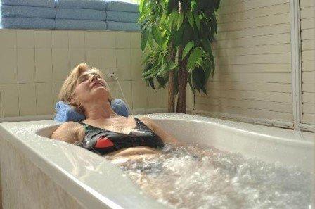 Как принимаются минерально-жемчужные ванны?