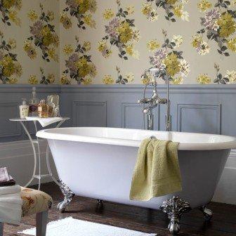 Образец дизайна ванной комнаты с обоями: сложно спорить о красоте и богатом виде