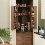 Обустройство кладовки на кухне