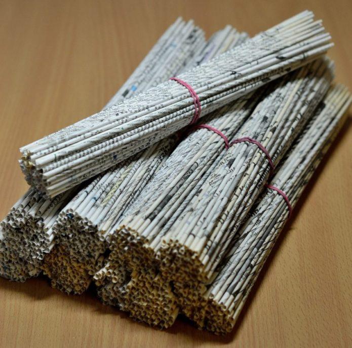 gazetnye-trubochki-dlya-pleteniya-695x687 Плетение из газетных трубочек для начинающих