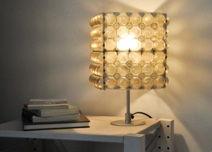 Лампа из пластикового вкладыша