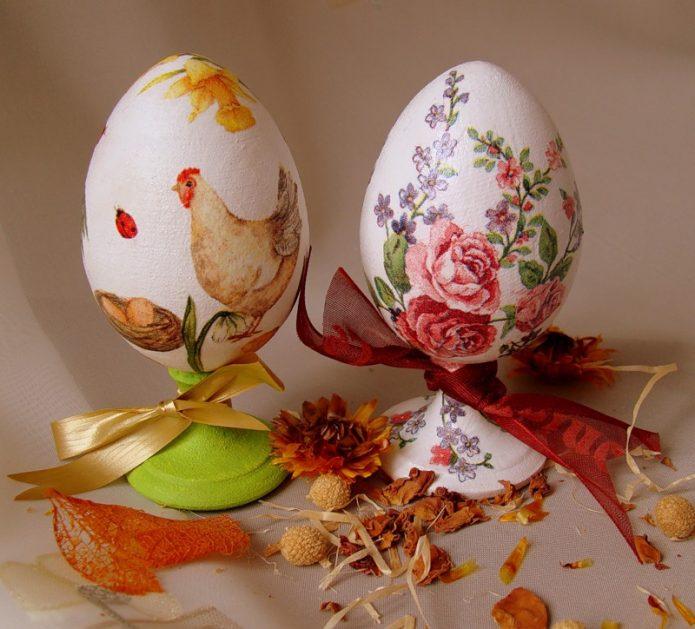 Два куриных яйца с декупажем