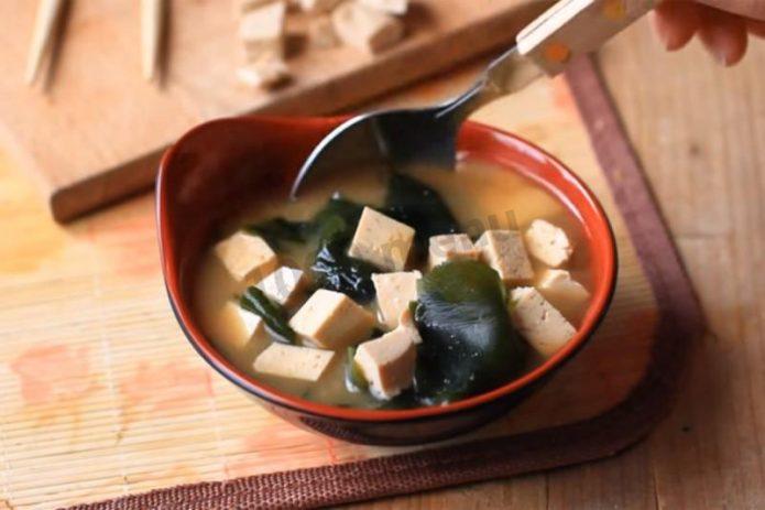 Суп «Вакаме»